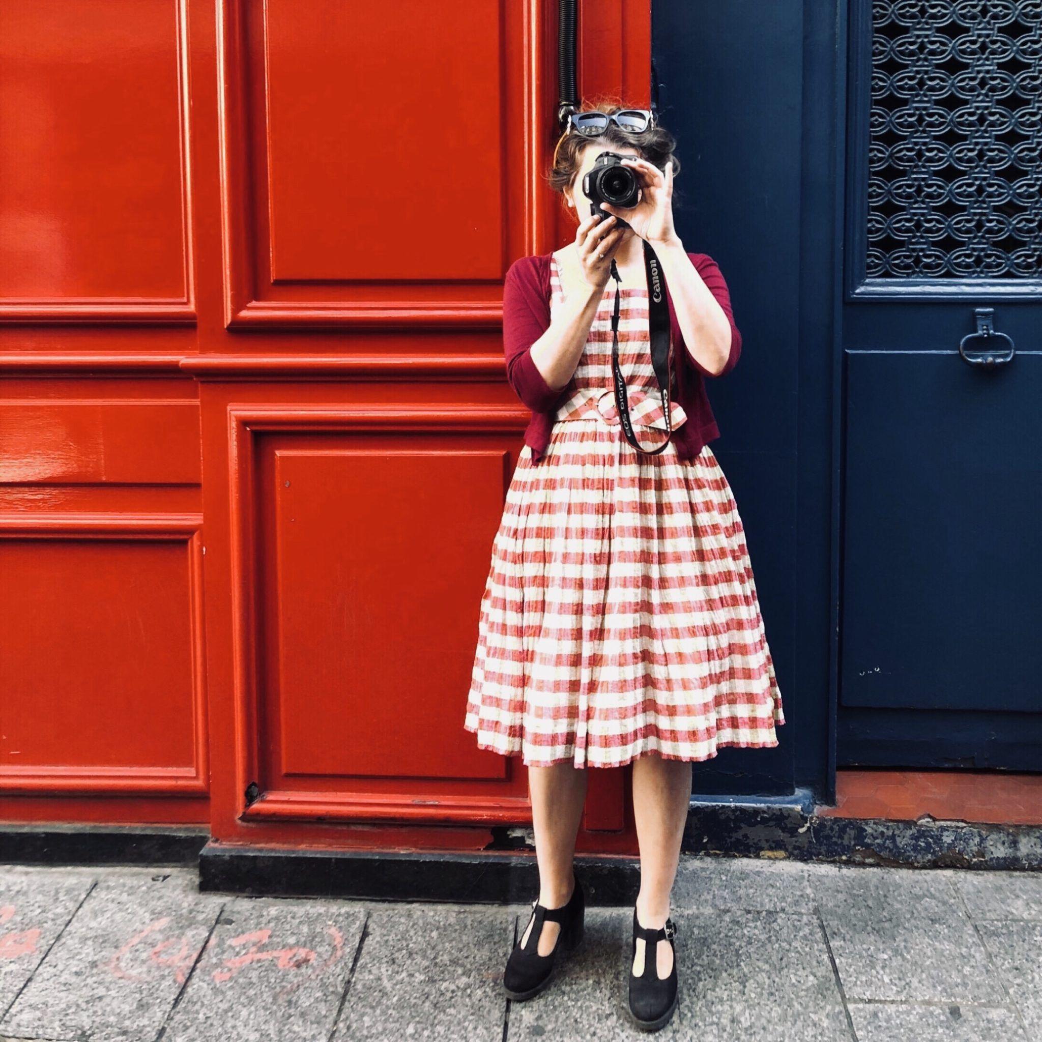 Der er intet som en fin September20 kjole og en perfekt baggrund.